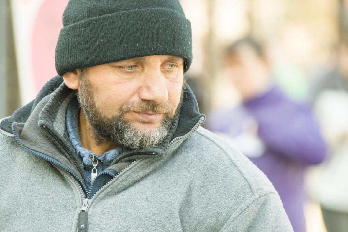 Porträt eines obdachlosen Mannes.