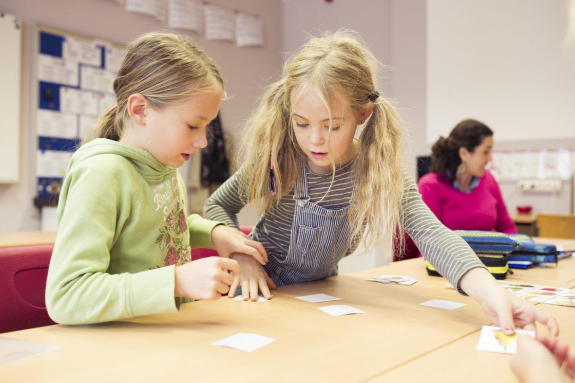 Schülerin einer Montessori-Klasse