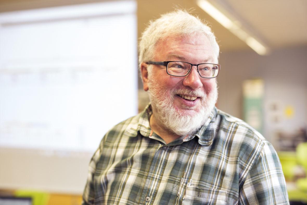 Der Ehrenamtliche eines Montessori-Projekts im Porträt