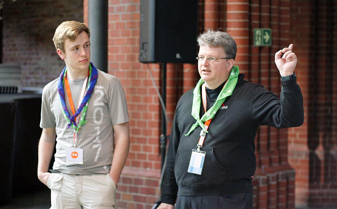 Nils und Florian bei der Einsatzbesprechung