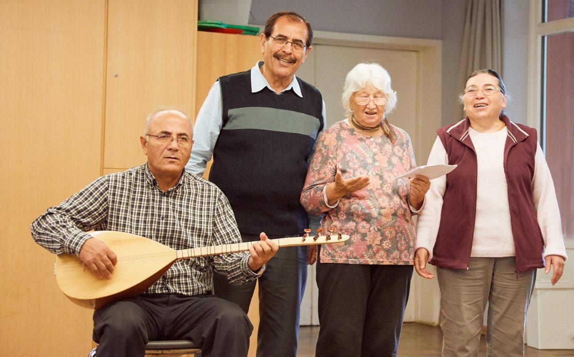 Ein türkisches Lied wird präsentiert.