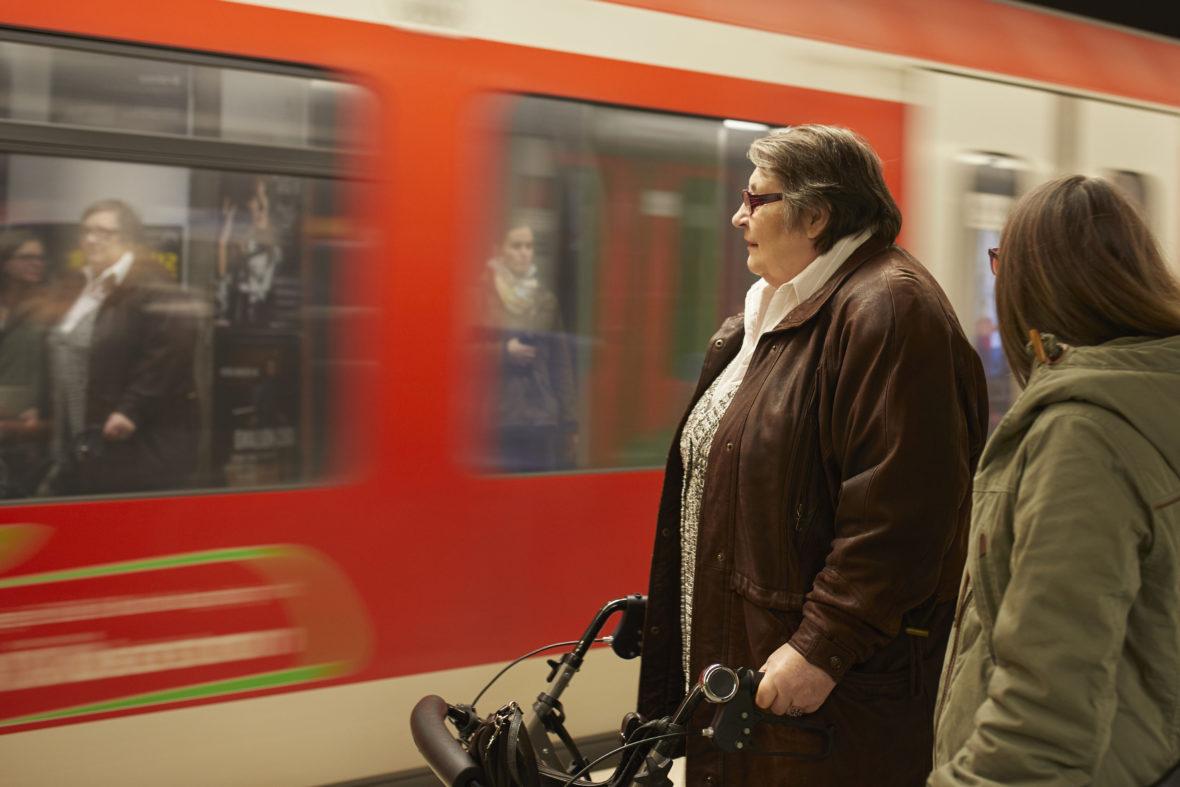 Kulturisten Hoch2: Die Bahn fährt ein.