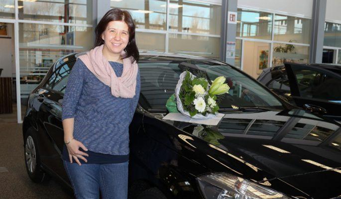 Fahrzeuguebergabe An Die Gewinner Der Deutschen Fernsehlotterie