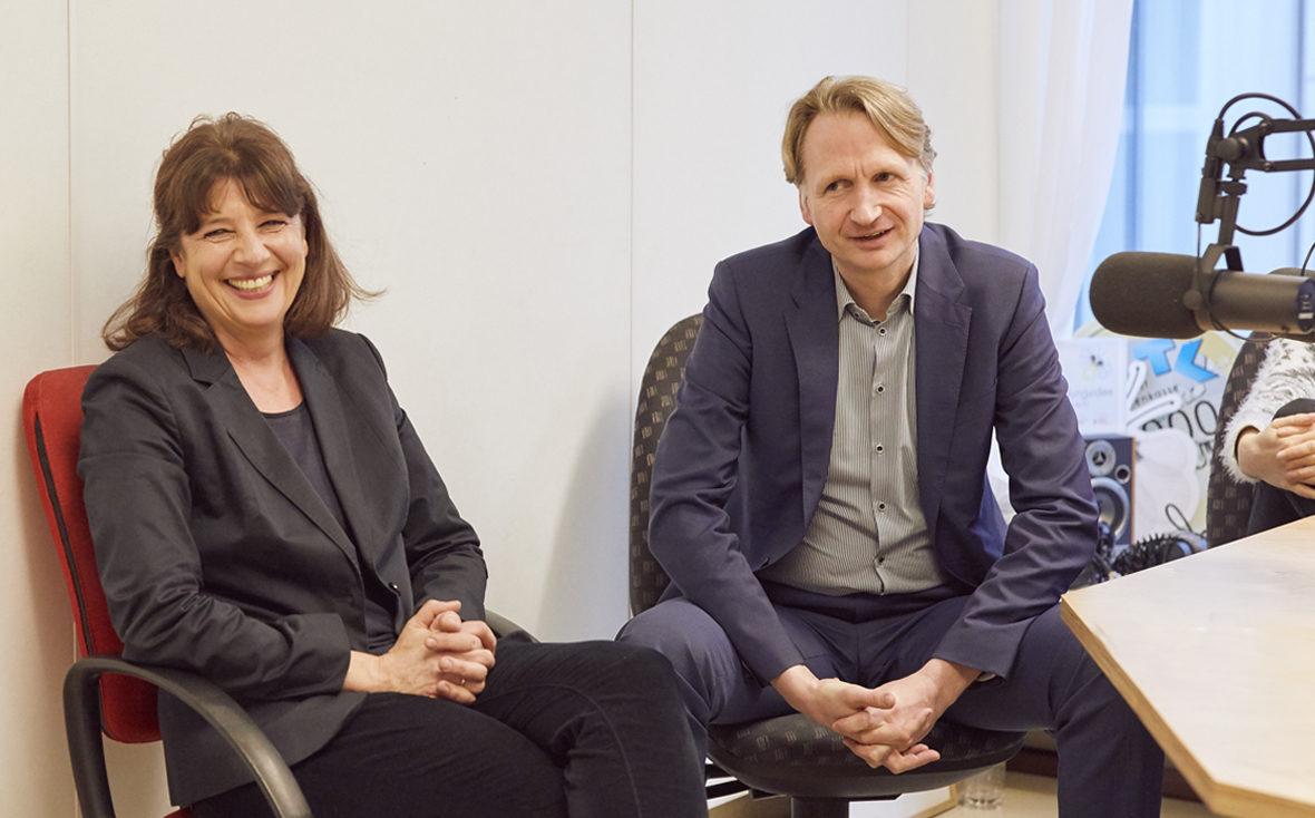 Klinikradio Rio: Frau Marquart vom Paritätischen und Programmchef Heine.