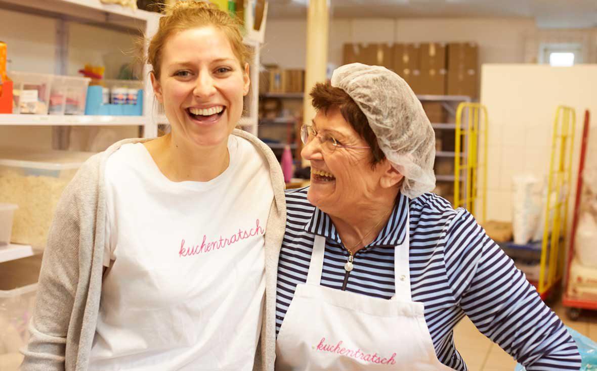 Zu Besuch bei Kuchentratsch: Theresa mit Oma Anni