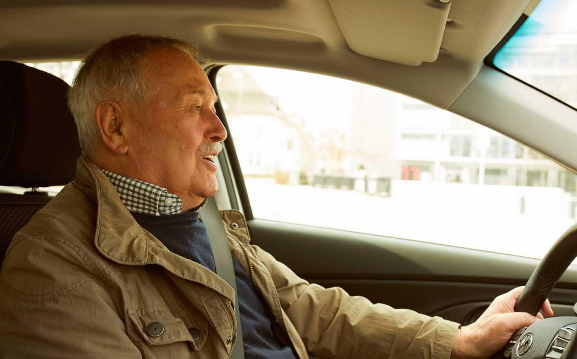 Zu Besuch bei Kuchentratsch: Lieferopa Richard im Auto