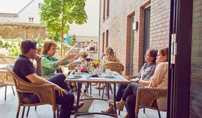 Mathildenstift Muenster Garten Cafe Tische