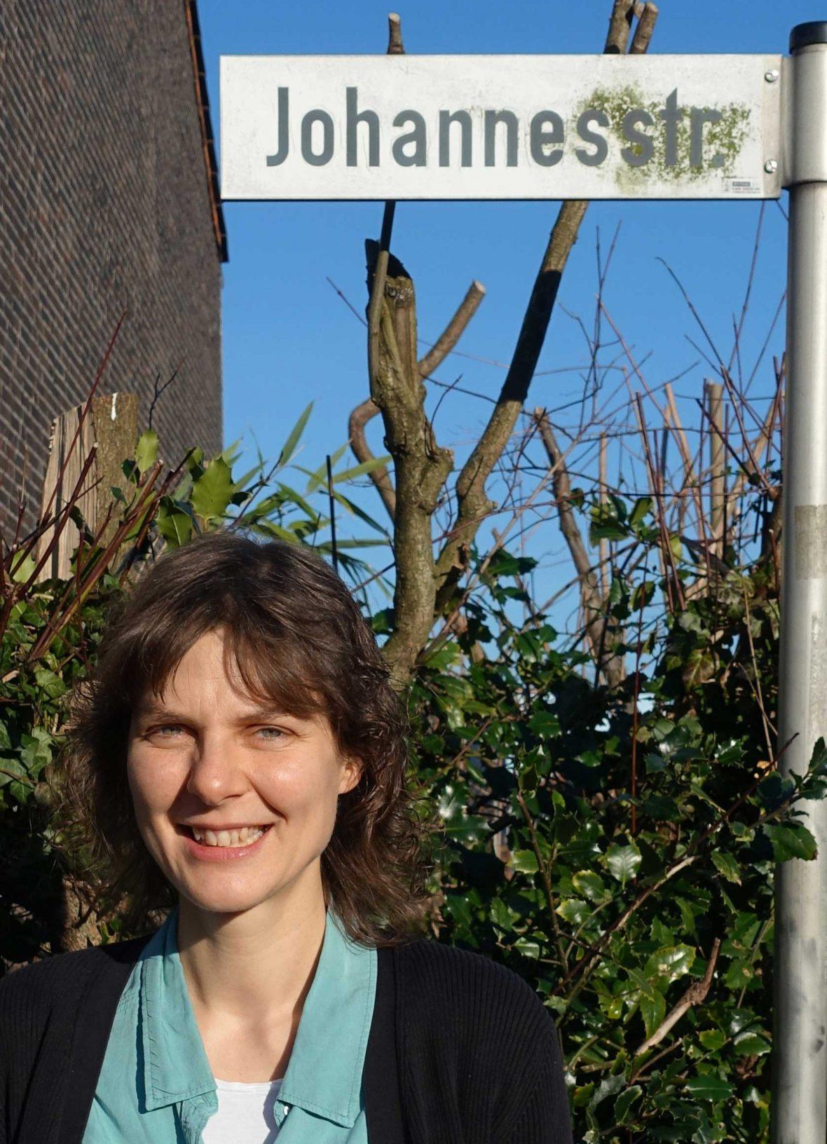 Nicole Kasper-Kuklik in ihrer Straße.