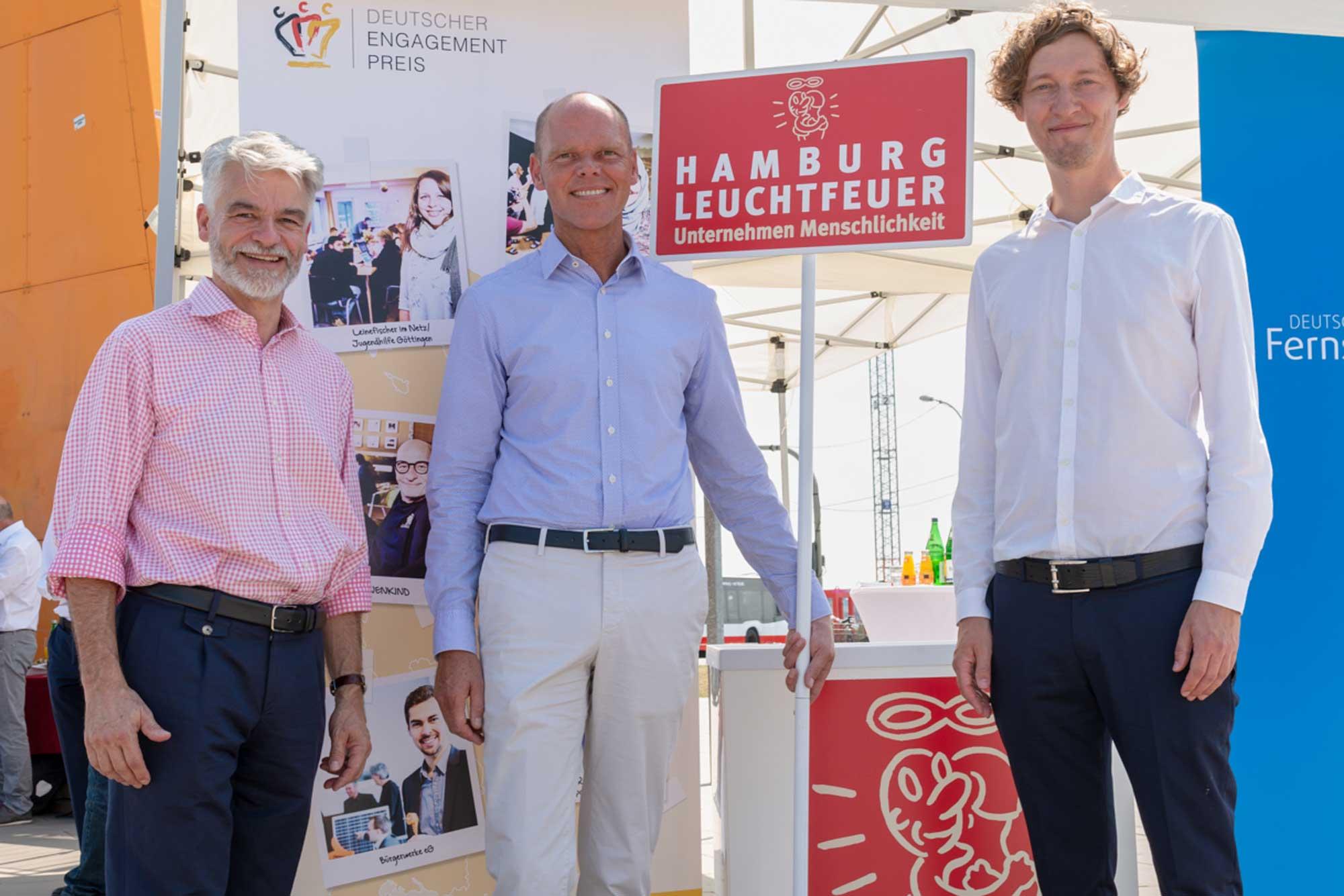 Christian Kipper, Geschäftsführer der Deutschen Fernsehlotterie und der Stiftung Deutsches Hilfswerk, Ulf Bodenhagen, Geschäftsführer Hamburg Leuchtfeuer, Markus Winkler, Pressereferent Deutscher Engagementpreis (v.l.)