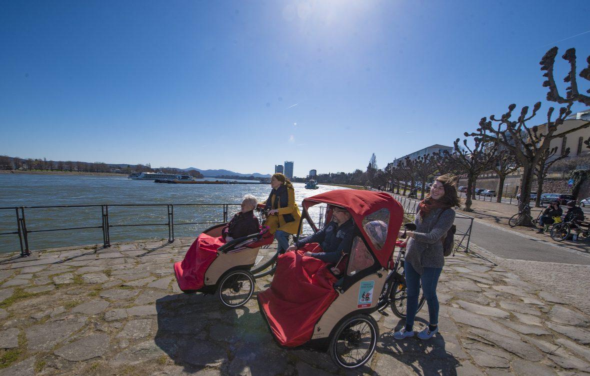 Der Verein Radeln ohne Alter e.V. ermöglicht Senioren Ausflüge mit Fahrradrikschas.