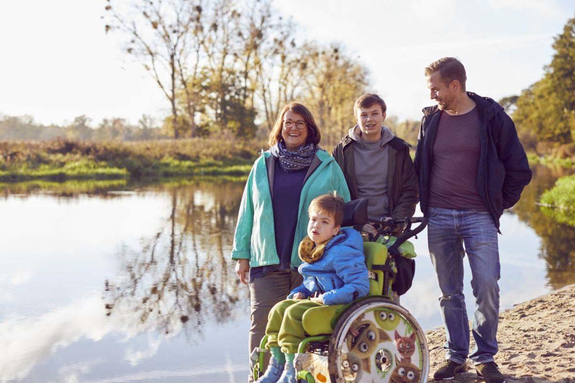 Familie Burdach am Ufer der Spree.