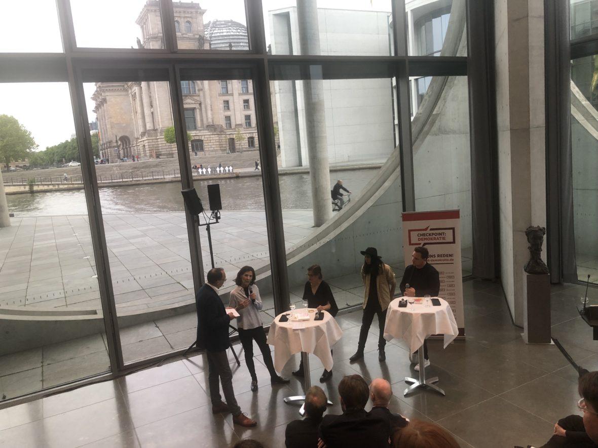Podiumsdiskussion mit Thomas Mühlnickel, Antonia Rados, Judith Döker, Diana Kinnert und Guido Maria Kretschmer (von links nach rechts).