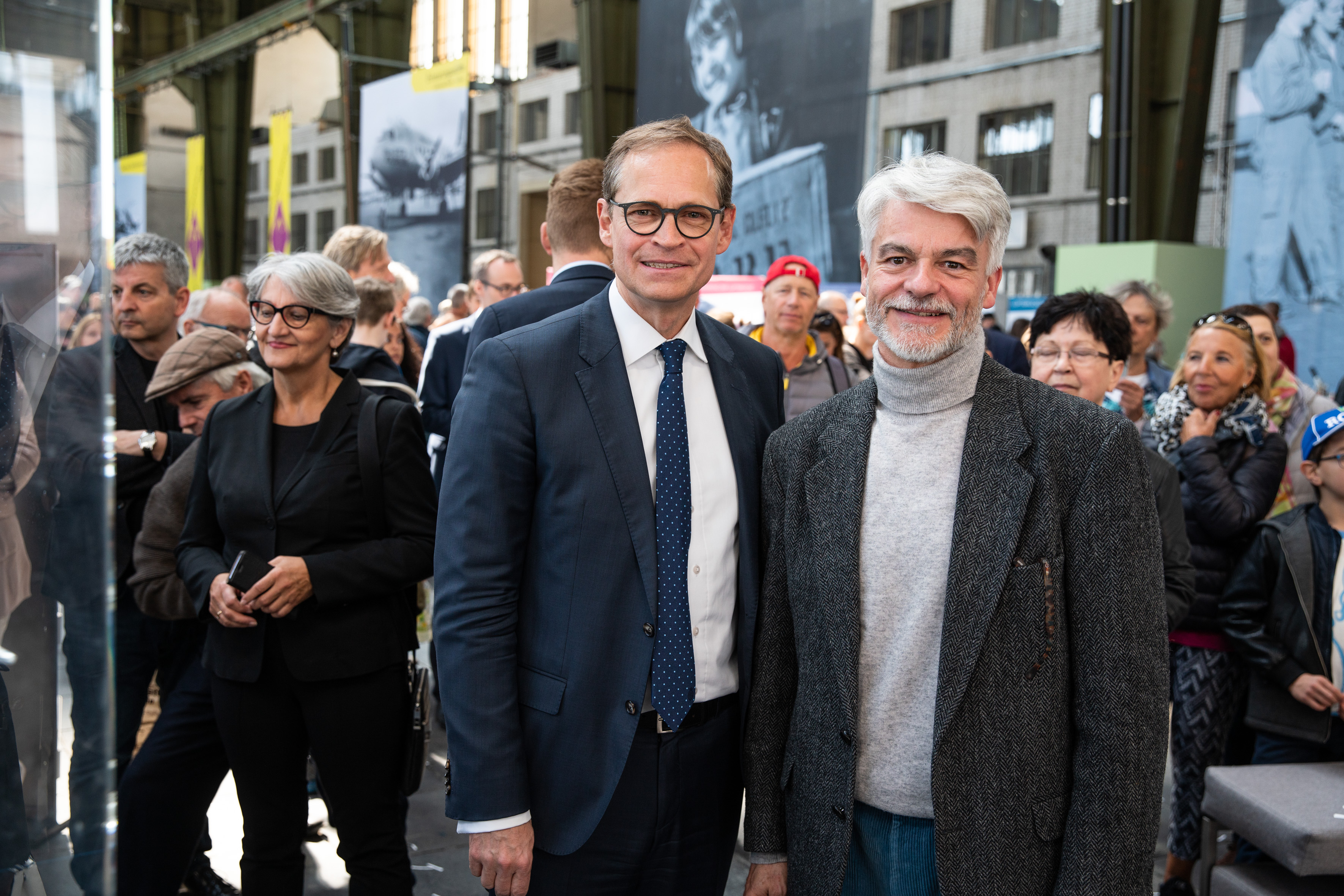 Der Regierende Bürgermeister von Berlin Michael Müller (links) und Geschäftsführer der Deutschen Fernsehlotterie, Christian Kipper (rechts).