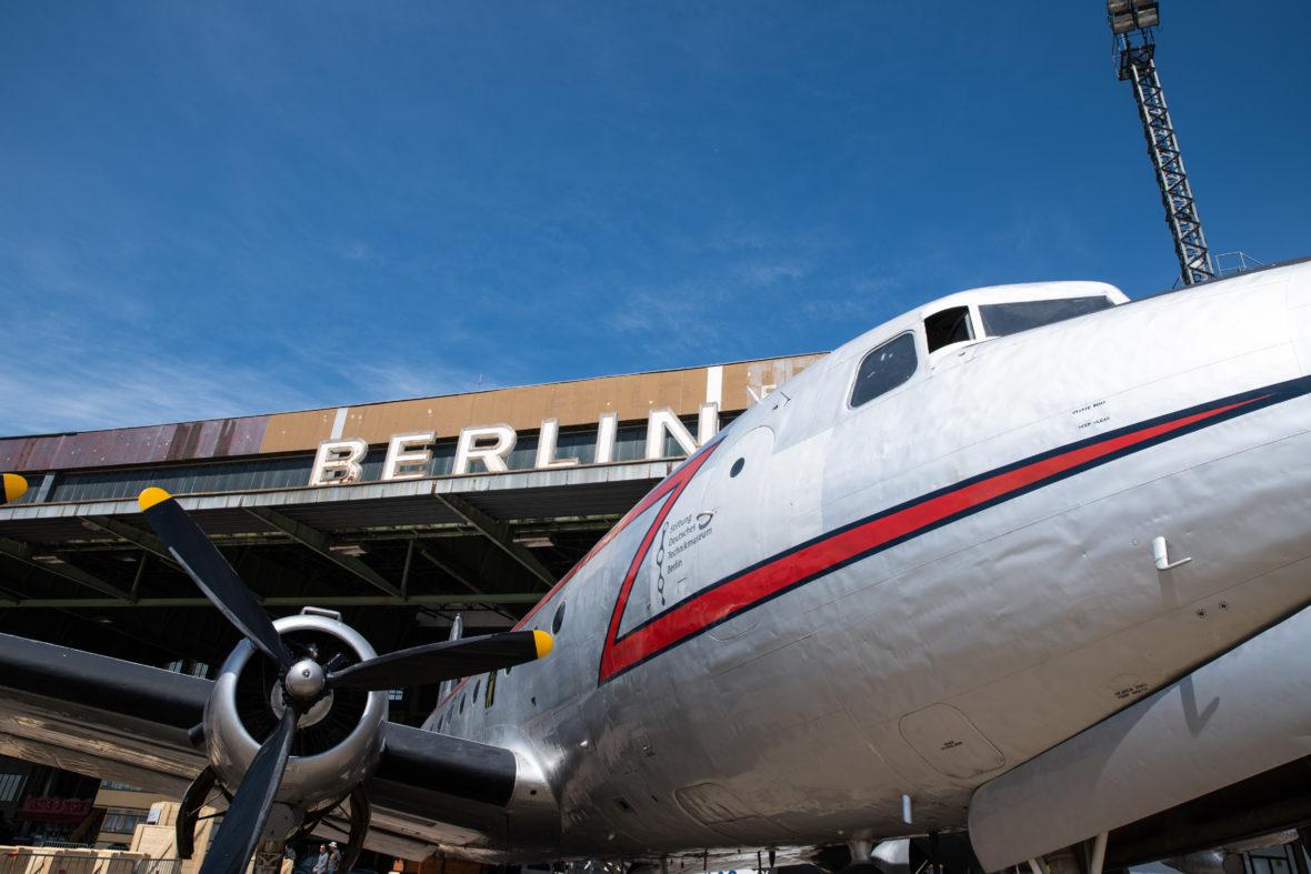 Rosinenbomber am Flughafen Tempelhof
