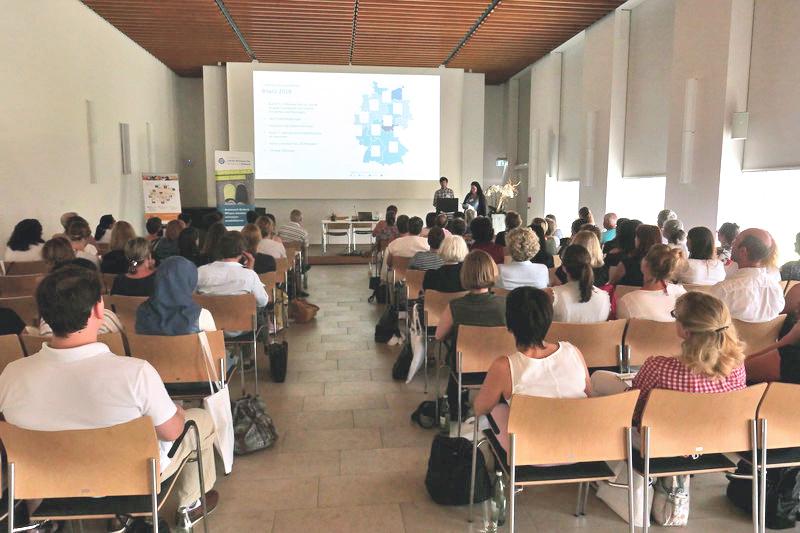 Stiftungsvertreter beraten in Würzburg über Projektförderungen. Foto: BAGSO