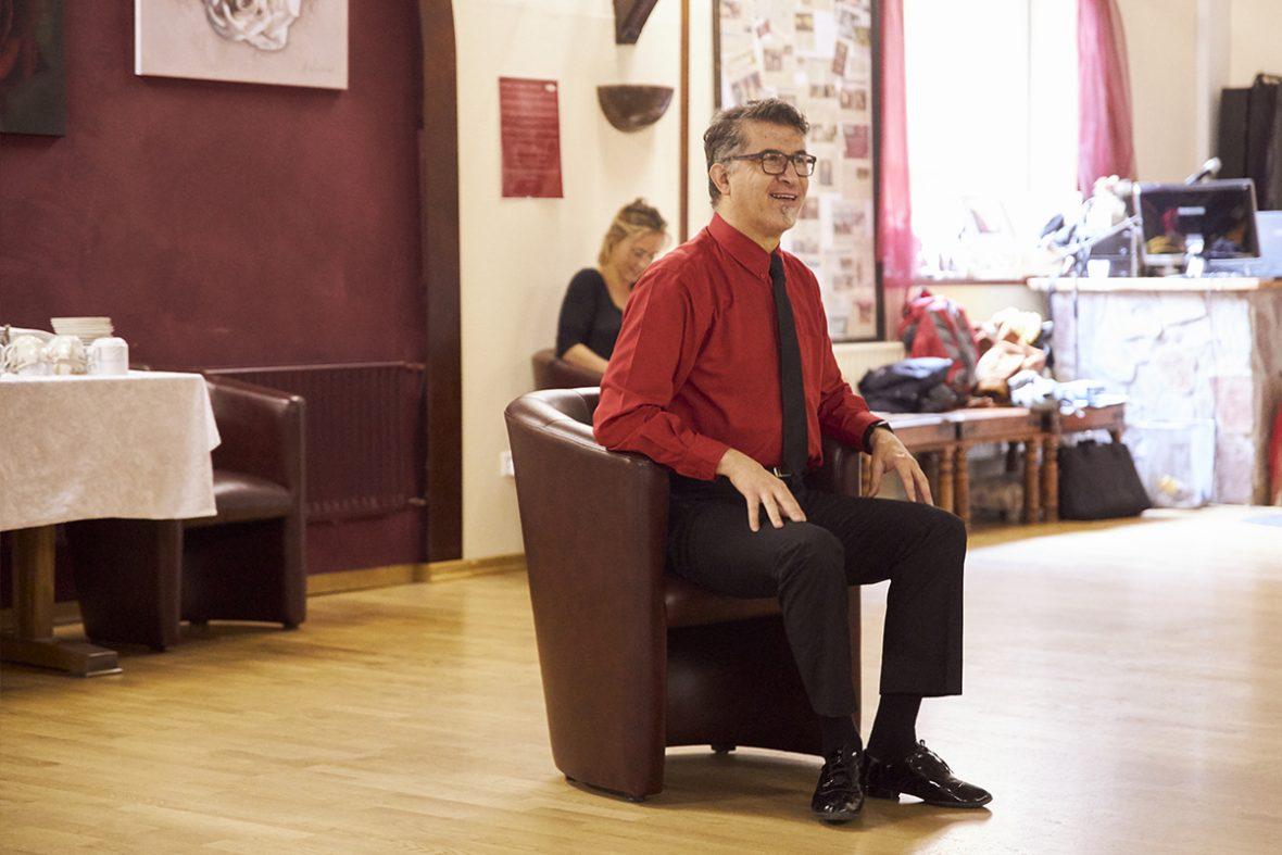 Tanzlehrer Yurdakul Ersaracoglu im Tanzstudio Yurita