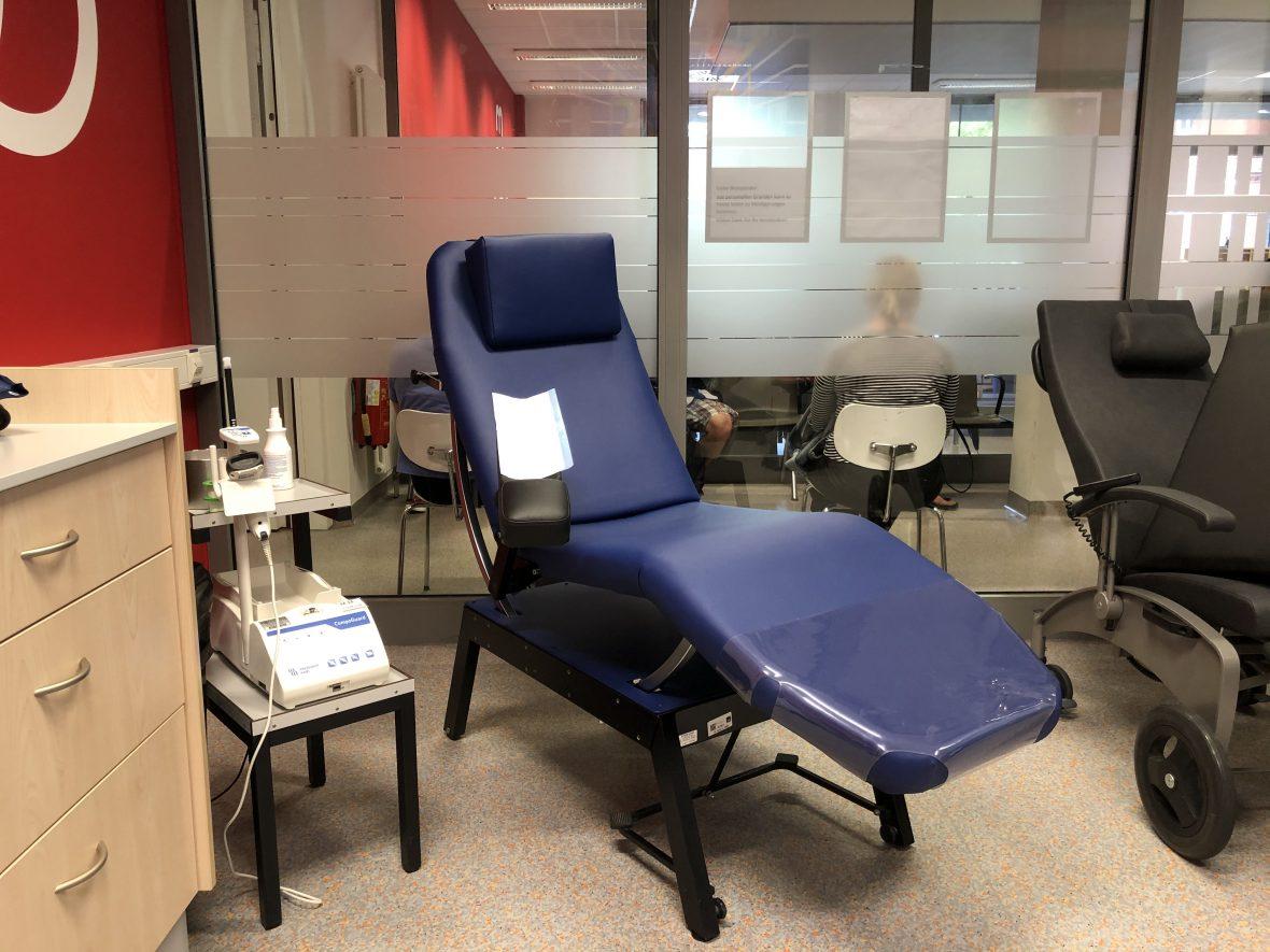 Mit hochmodernen Geräten wird am UKE Blut abgenommen. Blutspenden gilt in Deutschland als sicher.