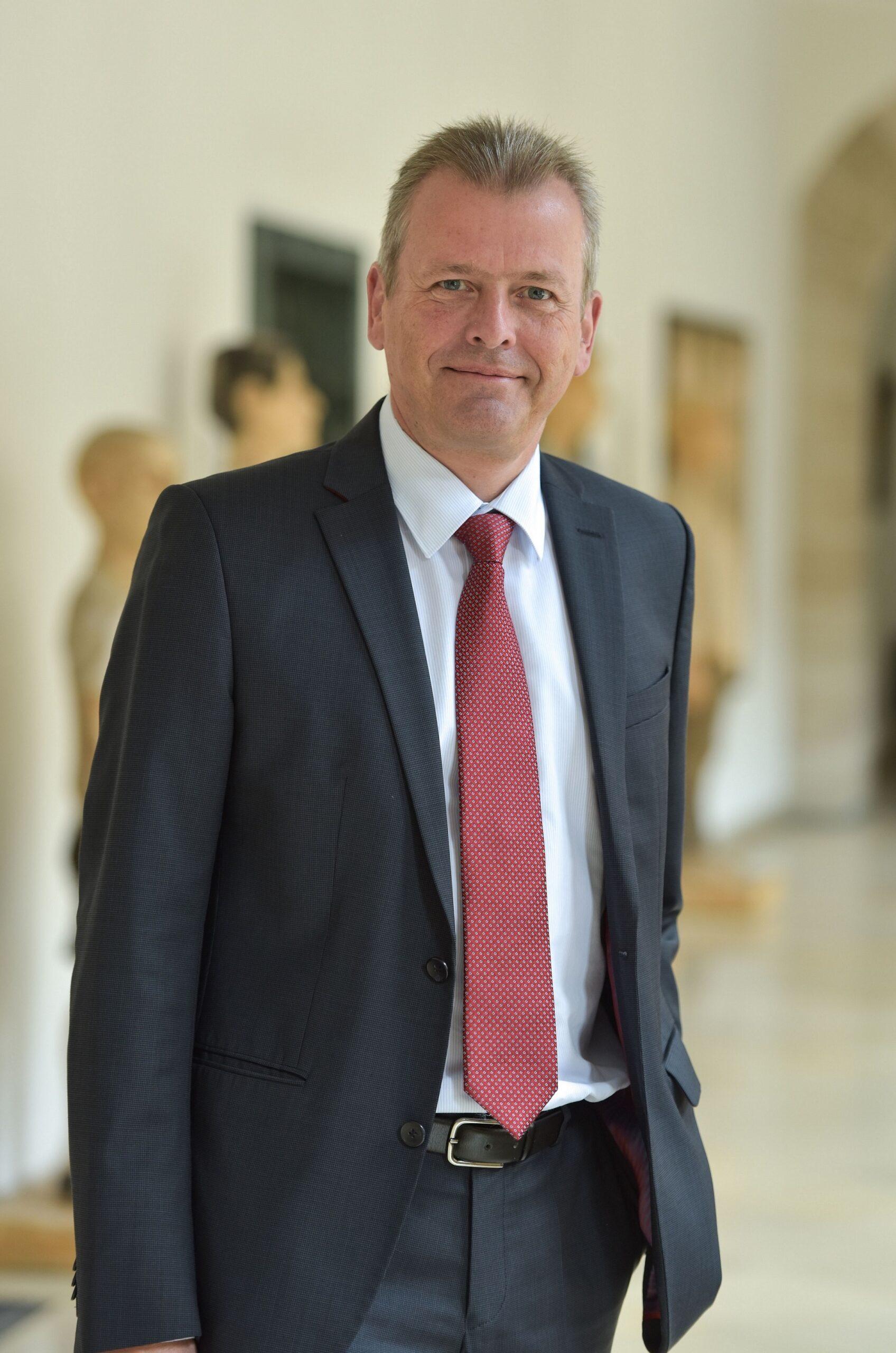 Dr. Ulrich Maly ist neuer Vorstandsvorsitzender der Stiftung Deutsches Hilfswerk. Foto: Stadt Nürnberg/Christine Dierenbach