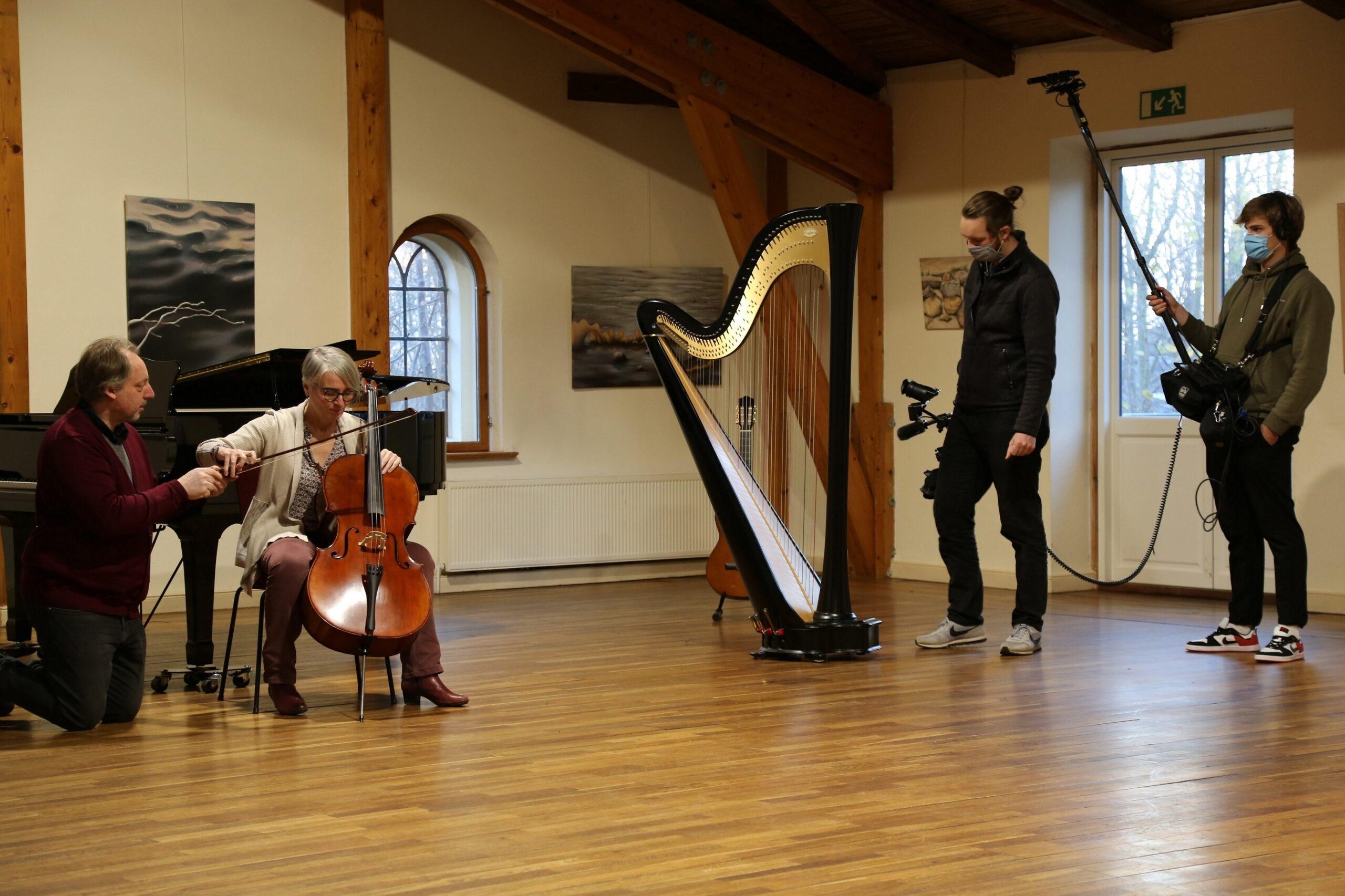 Beim Dreh wurde auch eine Schnupperstunde Musikunterricht besucht. Bild: K9/Ingrid Ebinal