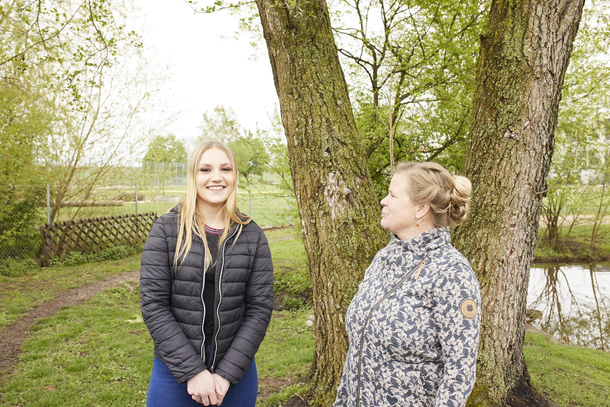 Betreuerin Maren Rapp (rechts) unterstützt junge Menschen in der Jugendhilfe St. Fidelis. Foto: Nouki (Jan Ehlers)
