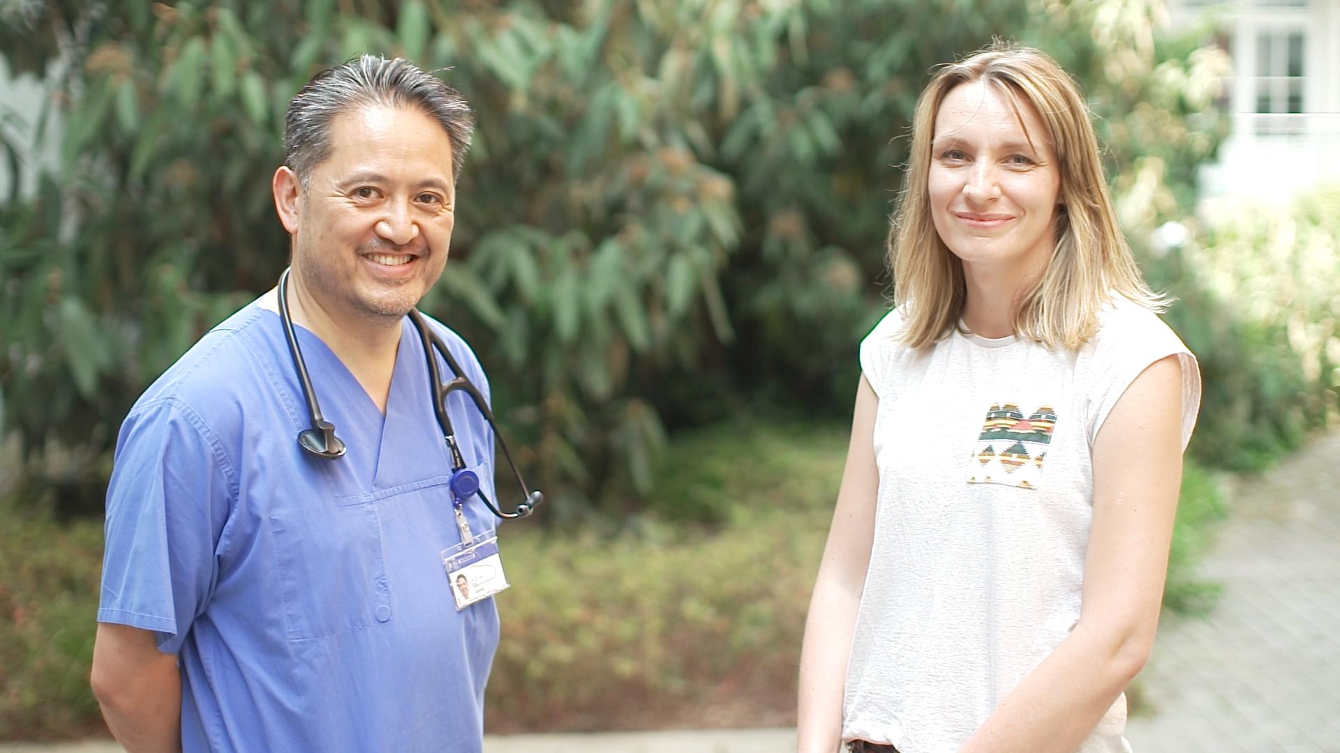 Dr. Jun Oh, Facharzt für Kinder- und Jugendmedizin am UKE und Katharina Sobolewski, die das Projekt der Lilli Korb Stiftung am Nierenzentrum maßgeblich durchführt.