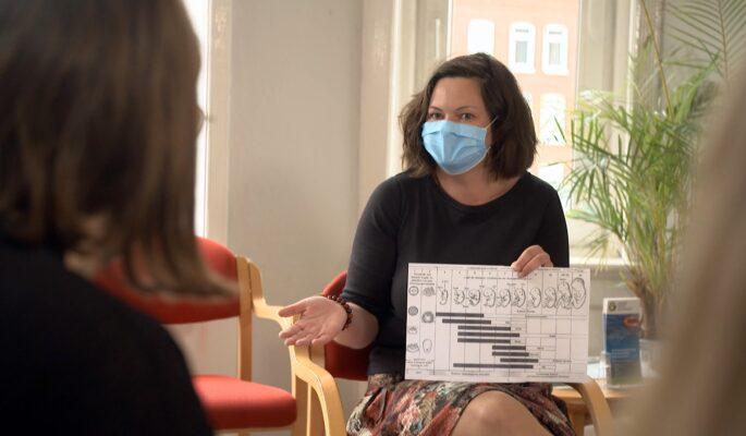 """Das Kieler Projekt """"DAISI – Alkoholfrei in der Schwangerschaft"""" informiert Schwangere, wie gefährlich Alkohol in der Schwangerschaft ist."""