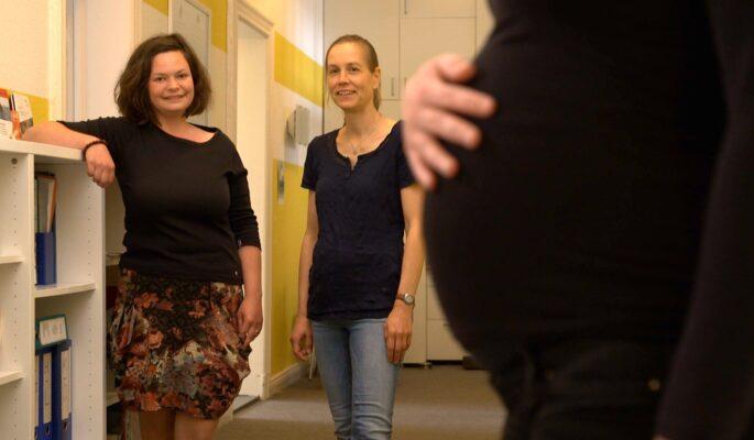 Nikole Driesel und Kristin Ruhnke setzen sich dafür ein, dass Kinder nicht an den Folgen von Alkoholkonsum leiden müssen.